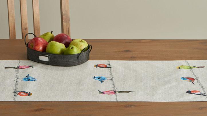 05-Birdies-on-Wire-Table-Runner